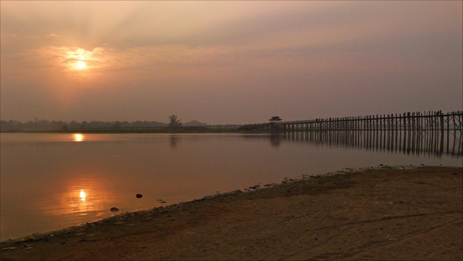 sunset sur le pont U Bein P1300748bis07cp