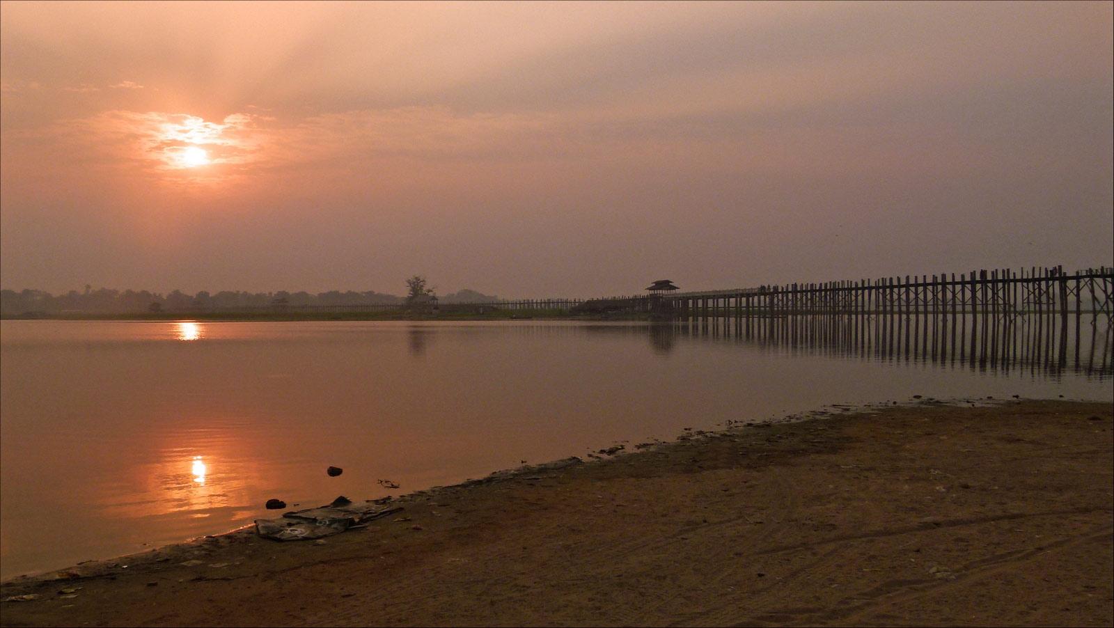 sunset sur le pont U Bein P1300748bis05cp